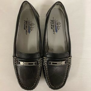 Lady's Black Life Stride Loafers